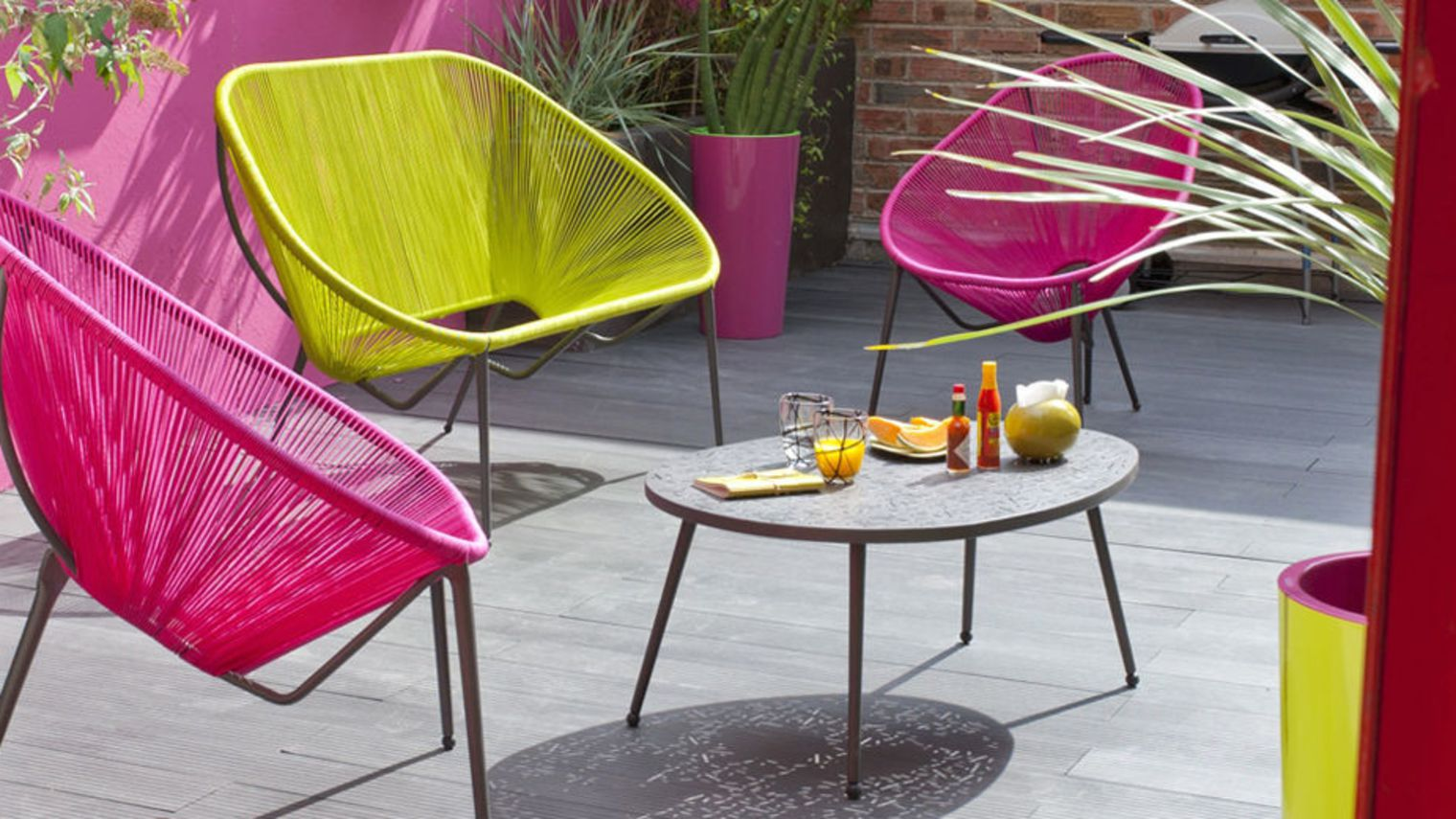 Un salon de jardin color pour rajouter du peps mon for Decoration jardin colore